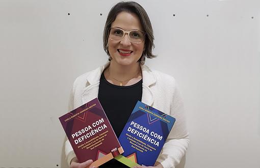 imagem-https://noticias.toledoprudente.edu.br/noticia/2020/6/Professora-lanca-livro-sobre-pessoa-com-deficiencia