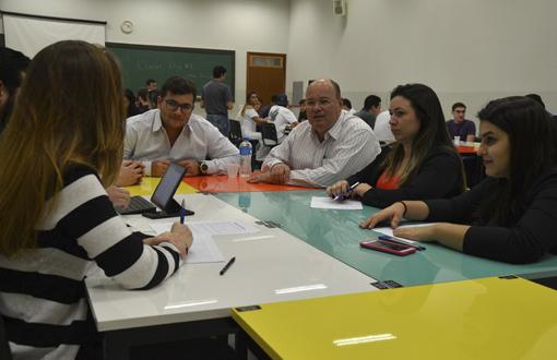 imagem-https://noticias.toledoprudente.edu.br/noticia/2020/7/ensino-pratico-forma-profissionais-de-sucesso-em-administracao