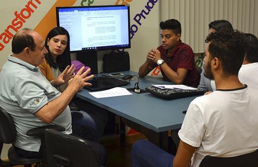 imagem-https://noticias.toledoprudente.edu.br/noticia/2020/7/areas-de-marketing-e-publicidade-investem-no-ensino-pratico