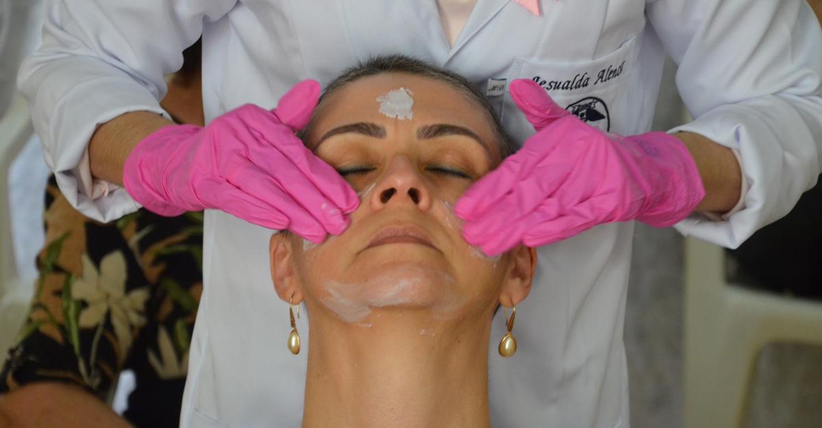 """imagem-https://noticias.toledoprudente.edu.br/noticia/2021/10/""""missao-autoestima""""-proporciona-saude-e-bem-estar-a-mulheres-diagnosticadas-com-cancer-de-mama"""