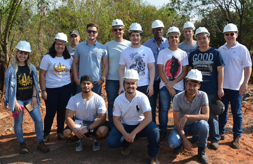 imagem-https://toledoprudente.edu.br/Noticias/6950-visita-tecnica-envolve-alunos-de-engenharia-civil